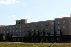 Holiday-Inn-Hotel-04